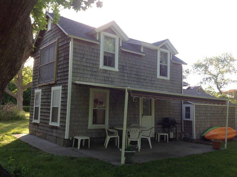 Quonochontaug Tree House-QEBA Access and Ninigret Pond access, casa vacanza a Charlestown
