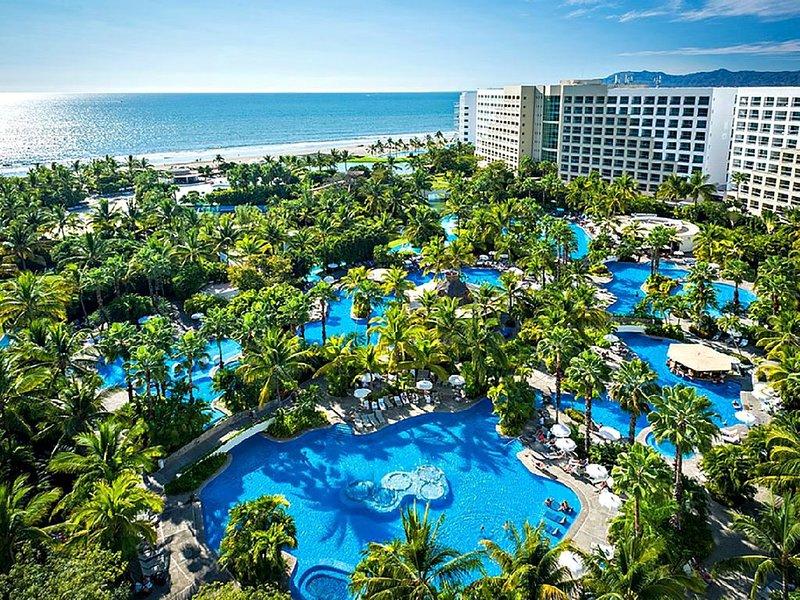 A Paradise of Luxury: Grand Luxxe beaches, pools, gardens, golf, restaurants, holiday rental in Nuevo Vallarta