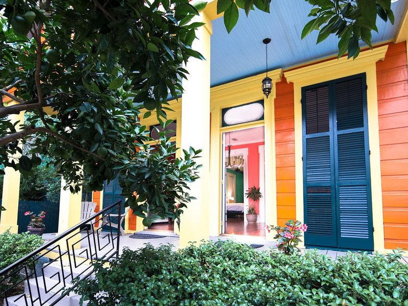 Vibrant, Updated Home In The Heart of the Popular Lower Garden District, vacation rental in Gretna