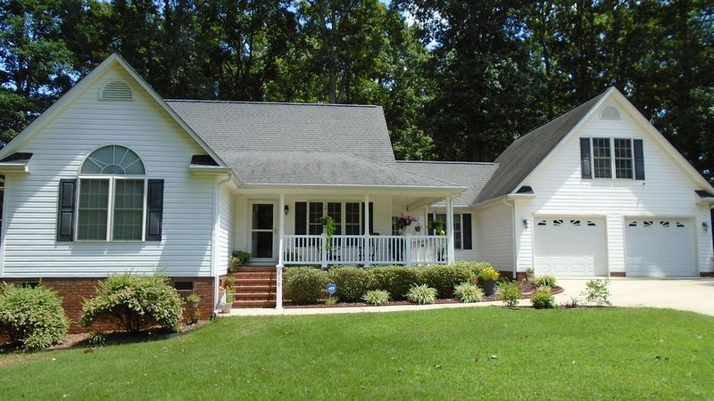 Enjoy a quiet place to relax with friends after the game, holiday rental in Pendleton