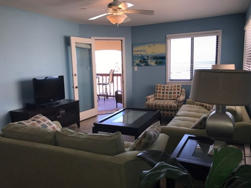 WHITE SAND AND BEAUTIFUL SUNSETS, holiday rental in Gulf Breeze