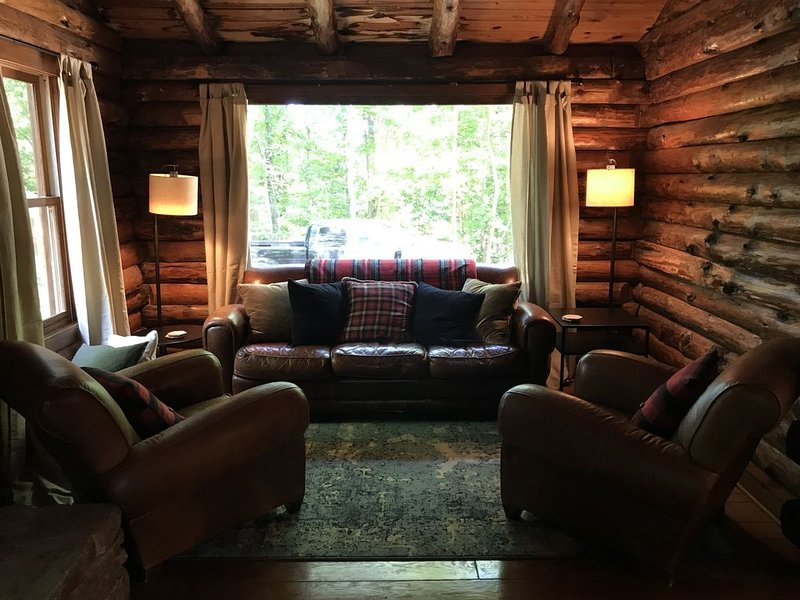 An upscale log cabin, vacation rental in Gainesville