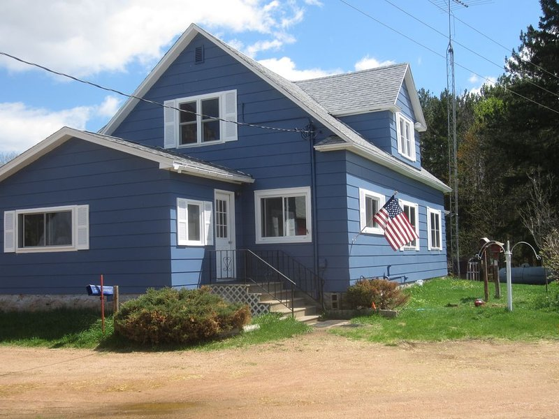 Freshly renovated country home near Lake DuBay, Stevens Point/Wausau, location de vacances à Schofield