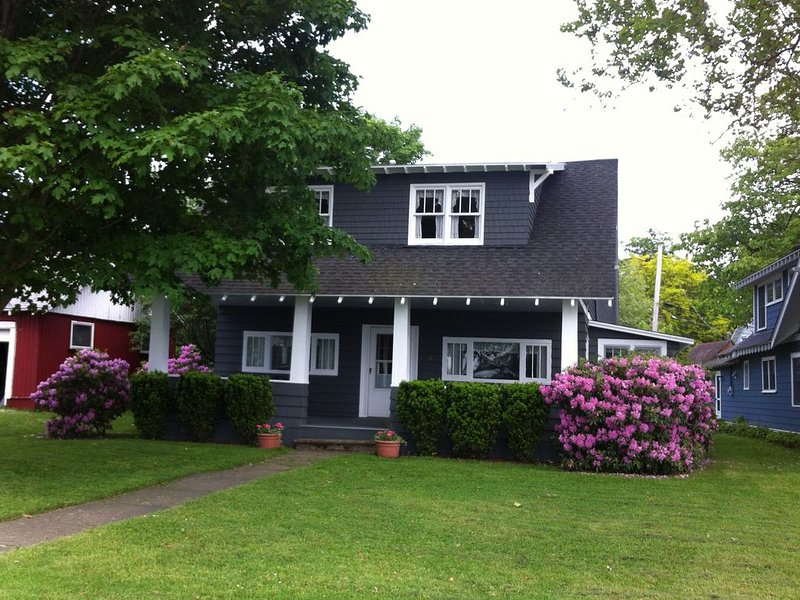 Fabulous lakefront cottages in Maple Springs!, holiday rental in Cassadaga