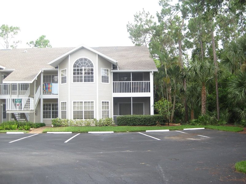 A Completely Renovated Condo in a Gorgeous Gated Community, holiday rental in Estero