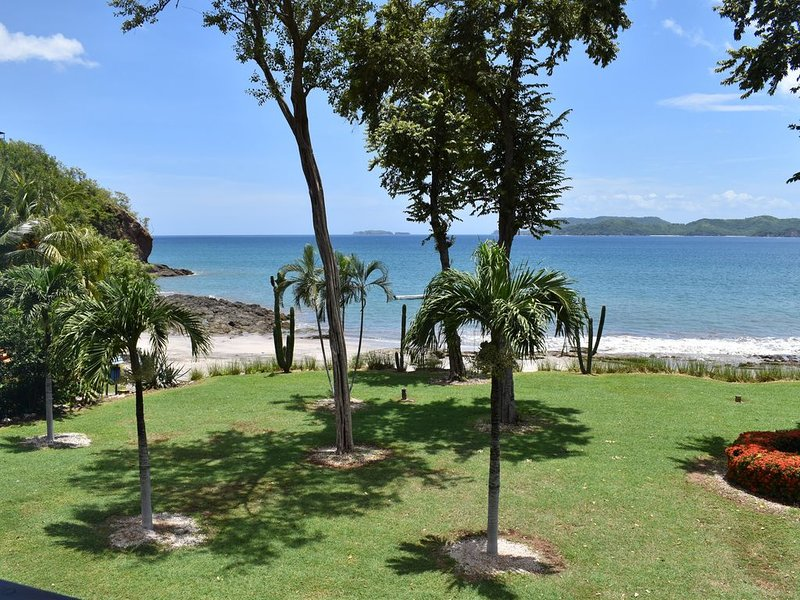 Huge Beachfront 3 Bedroom Condo with Private Beach, vacation rental in Playa Flamingo