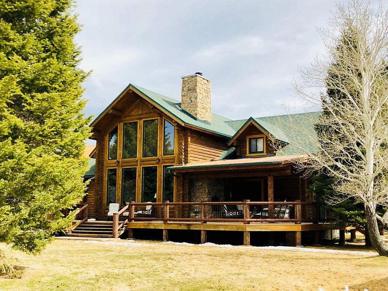 Stunning Montana Retreat Located on the 'Backroad to Yellowstone'., vacation rental in Ennis