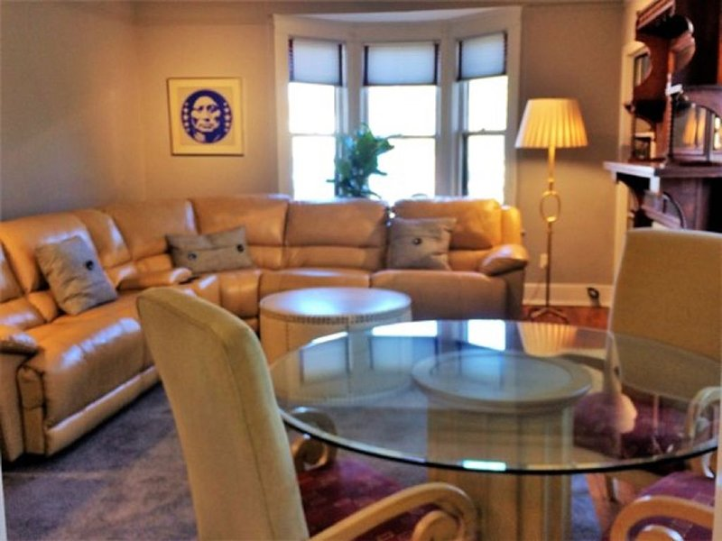Spacious Upstairs Apartment In Historic Home, vacation rental in Memphis