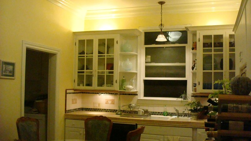 DOWNTOWN 4 BEDROOM 2 BATH NEAR CONVENTION CENTER, vacation rental in New Almaden