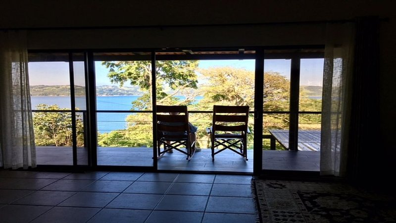 Casa Katalena-Beautiful Lakefront Home with Spectacular Views., alquiler de vacaciones en Tilarán
