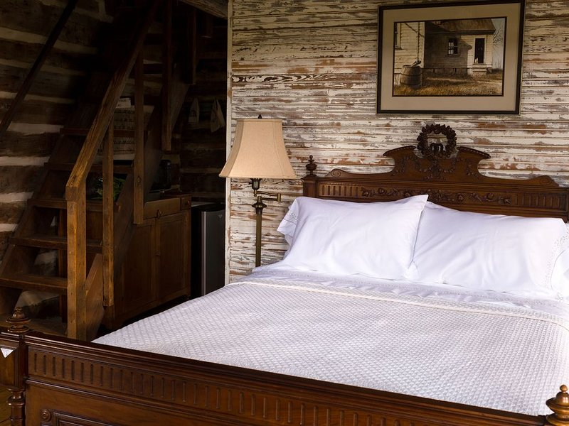 Charming cabin just one mile from Round Top town square!, aluguéis de temporada em Round Top
