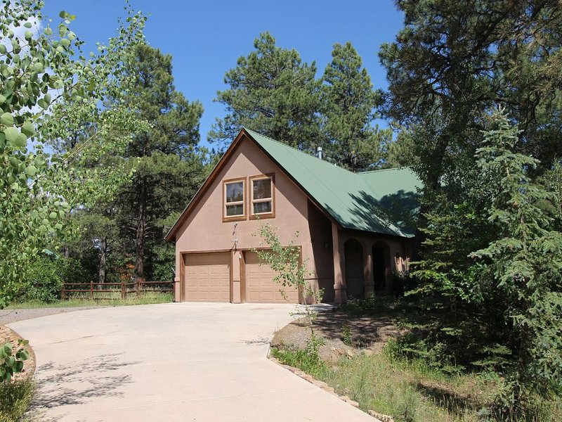 Large Family Friendly home in quiet forested neighborhood with sauna & hot tub., vacation rental in Pagosa Springs