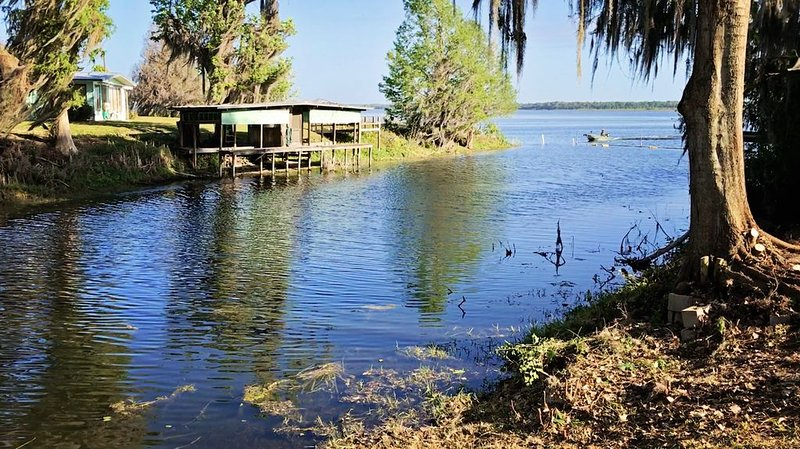 Modern Conveniences with Old Florida Charm, holiday rental in Webster