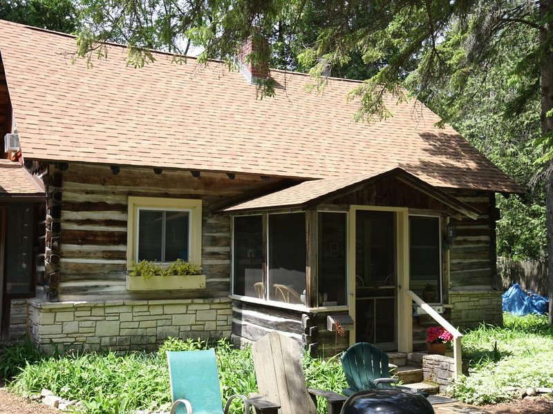 Kulma Cottage in Heart of Ephraim, Blocks Away from Beach, holiday rental in Door County