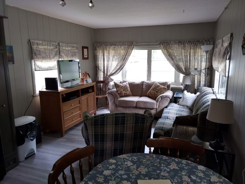 Seasonal Fully Furnished Mobile home, holiday rental in Port Austin