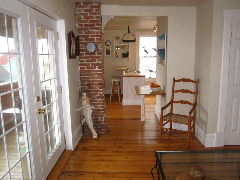 Comfortable Ocean View Apartment in the Heart of Town, vacation rental in LaHave