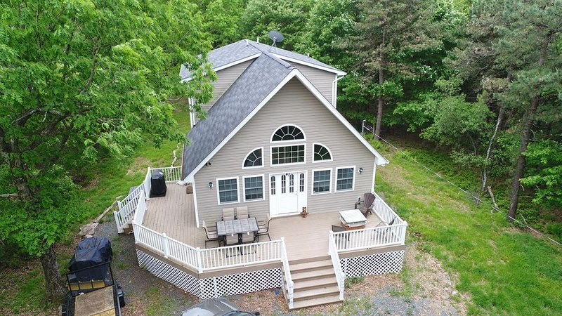 Spacious family friendly home located in the Poconos! – semesterbostad i Albrightsville