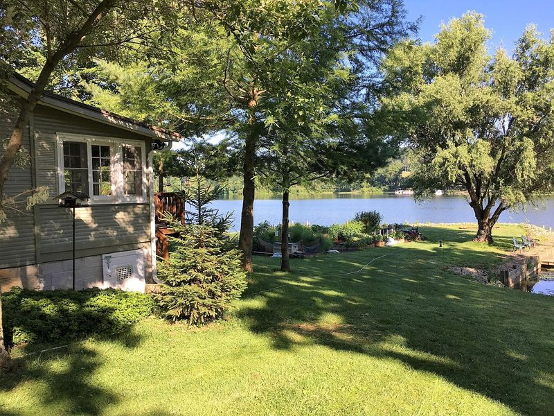 DECOMPRESS & RECONNECT-Charming Lakefront Cottage near Loudonville & Mohican, holiday rental in Millersburg