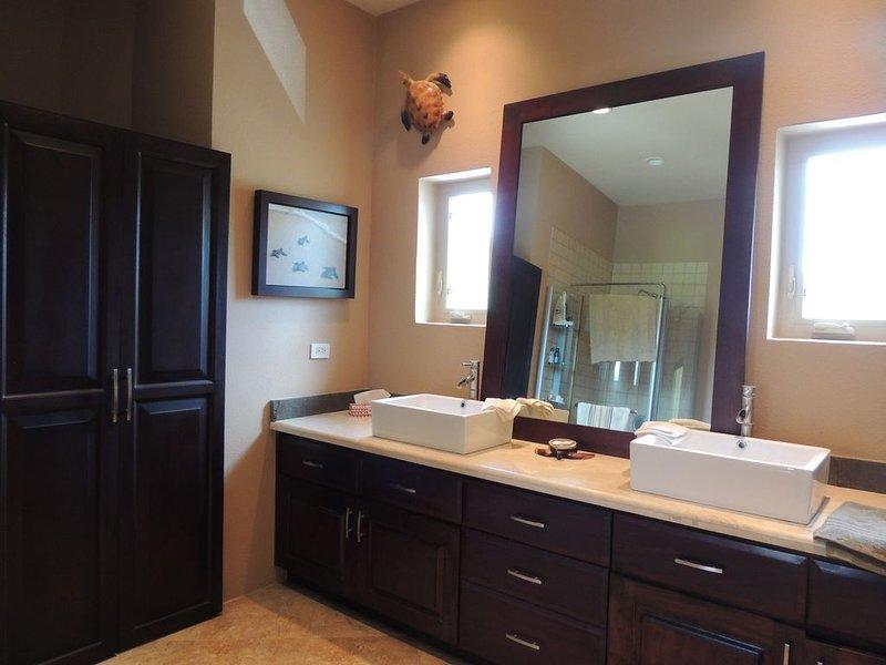 Baño compartido con instalaciones de lavandería - Casita o Back House