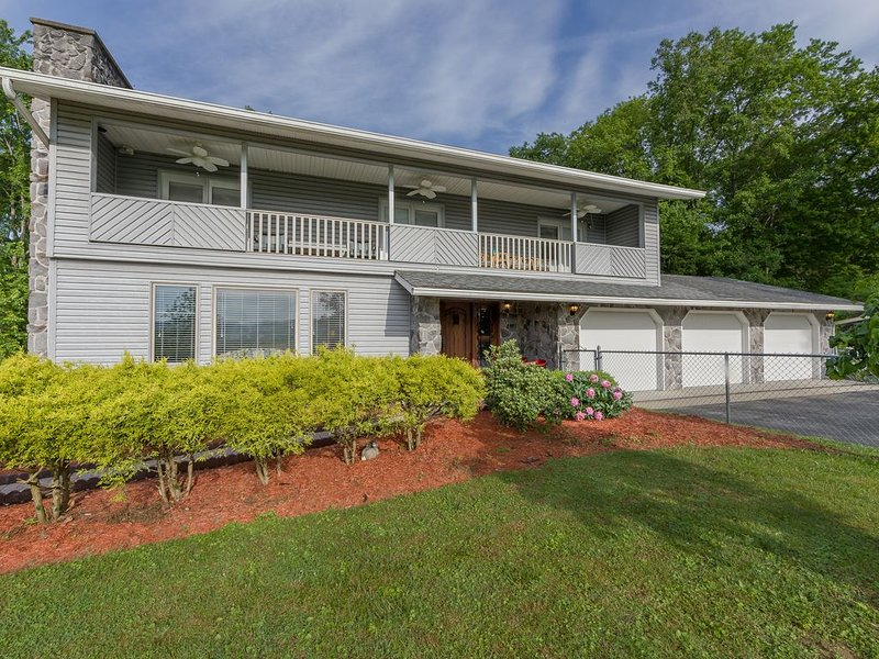 Beautiful Home on the Gorge, holiday rental in Summersville