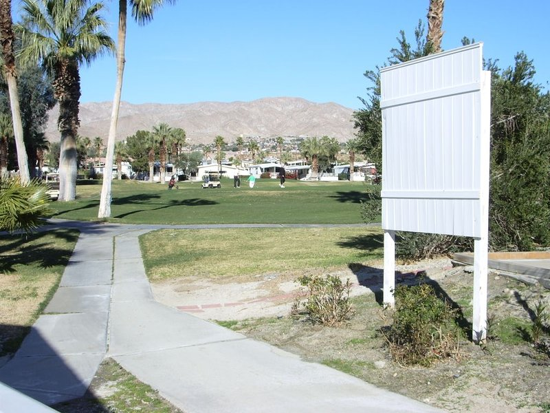 Large, Bright And Well Appointed Home, vacation rental in Desert Hot Springs