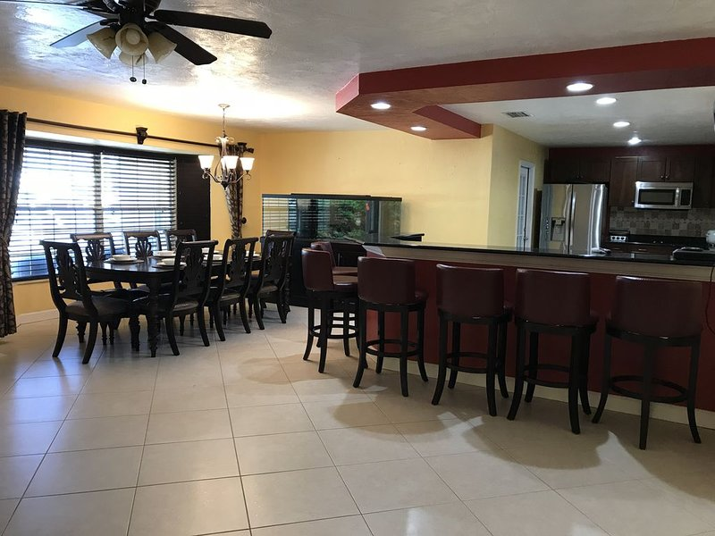 Within 10 miles from the beaches and downtown St. Petersburg, vacation rental in Pinellas Park