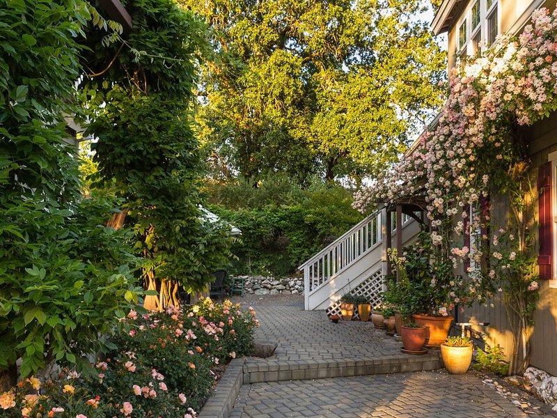 Beautiful Studio Getaway  in the Heart of Wine Country, vacation rental in Healdsburg
