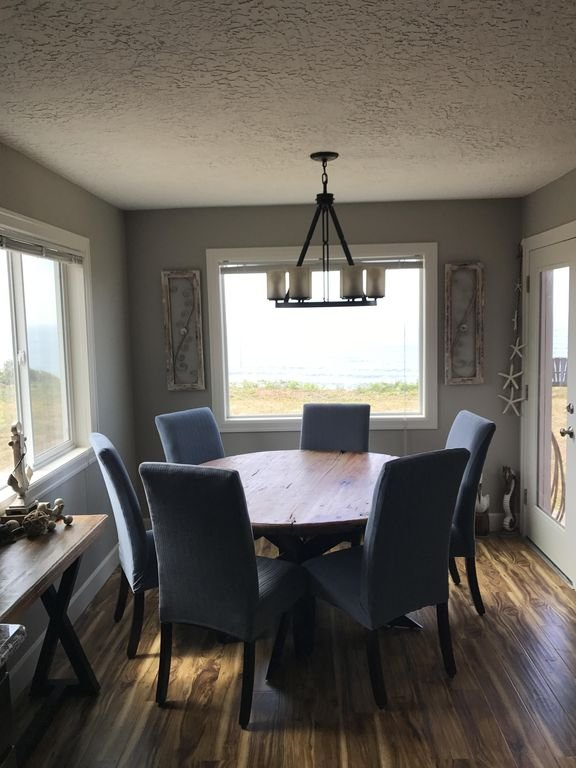 Beautiful ocean view from the dining room table.