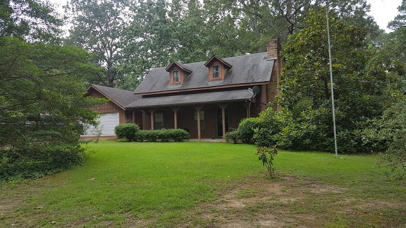 2 Story; 2 bed 2 bath house., vacation rental in Hemphill