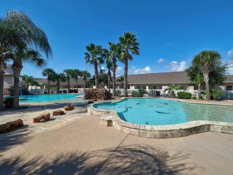Large Palm Bay architect designed/lagoon style/poolside/excellent housekeeping! – semesterbostad i Corpus Christi