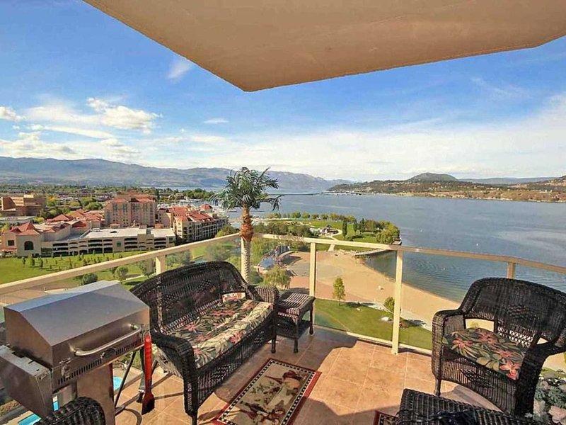 3 Bedroom, 2 Bath Condo on 15th floor with stunning Lake View, holiday rental in Kelowna
