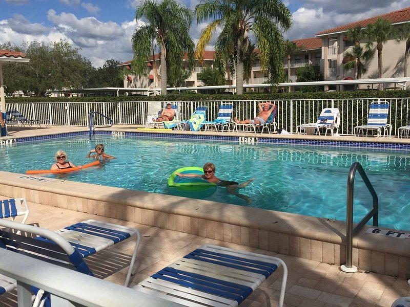 Rent for April, get May for FREE!  (contact me before booking), holiday rental in Braden River