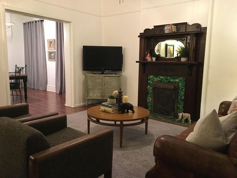 Cozy And Clean Craftsman Home, Centrally Located In El Paso, Texas., holiday rental in Santa Teresa