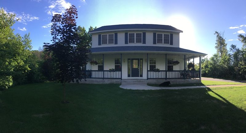 Secluded Getaway in the Heart of Chippewa Valley, vacation rental in Altoona