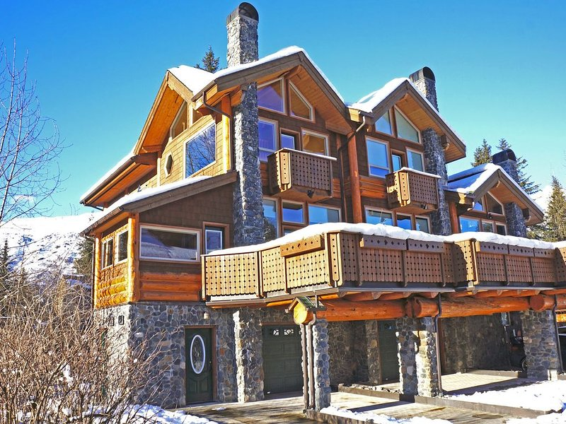 Luxury Girdwood Condo at Base of Alyeska Resort Chair 4, holiday rental in Anchorage