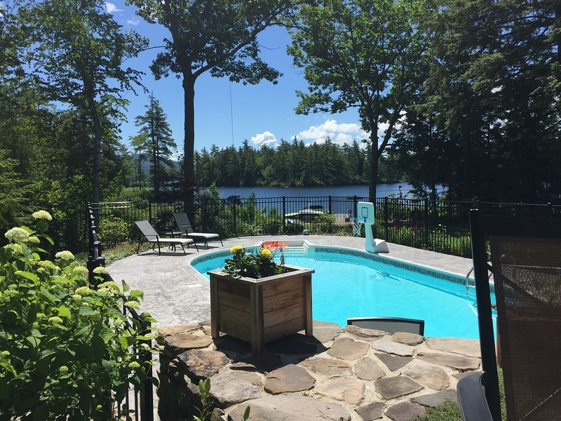 New! Waterfront Log Cabin with Pool on Conway Lake, aluguéis de temporada em Conway
