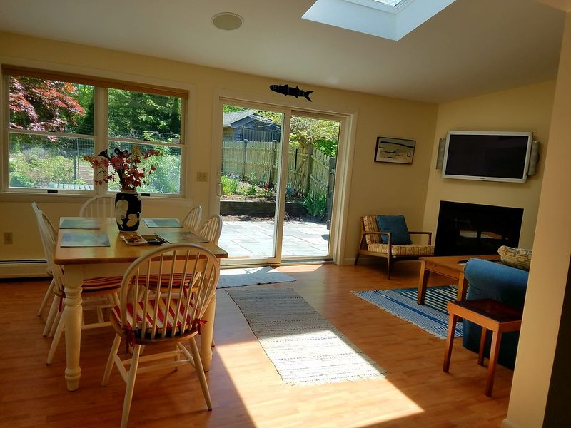 Lovely, Bright  2 Bedroom Apartment. Great location, alquiler vacacional en Vineyard Haven