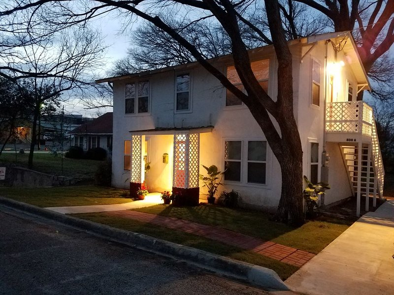 Above Apartment At Flossie's Corner, holiday rental in Llano