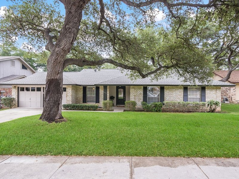 Newly Renovated One Story House Located Close To Seaworld And Six Flags, holiday rental in Helotes