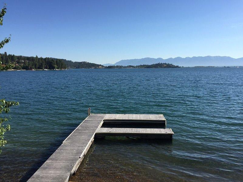 Lake Living at its Best! Beautiful Log Cabin w/ Stunning Views ON Flathead Lake, location de vacances à Somers