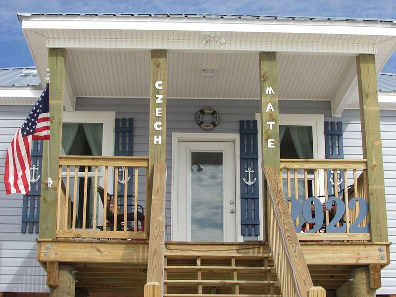 'Czech Mate', Steps From Sound & Gulf, Kayaks Included, Private Beach, West End, holiday rental in Coden