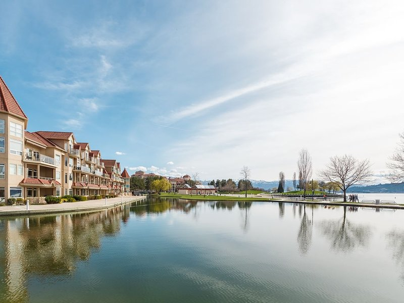 Three bedroom Water front Condo with access to all downtown amenities, holiday rental in Kelowna