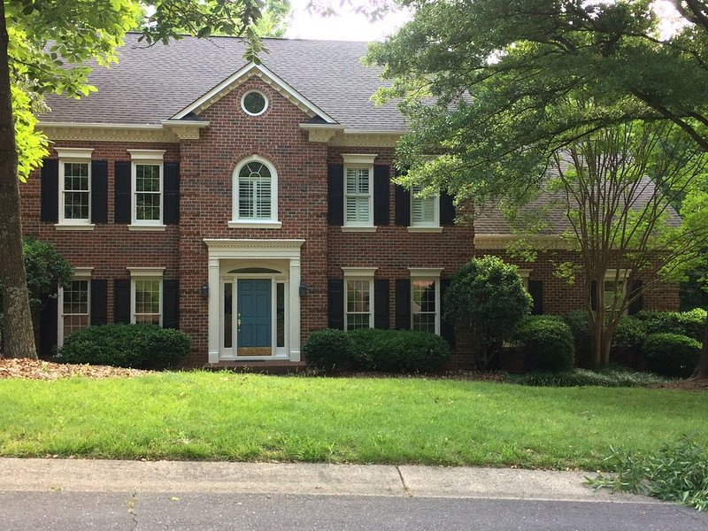 Large family-friendly home in south Charlotte – semesterbostad i Rock Hill