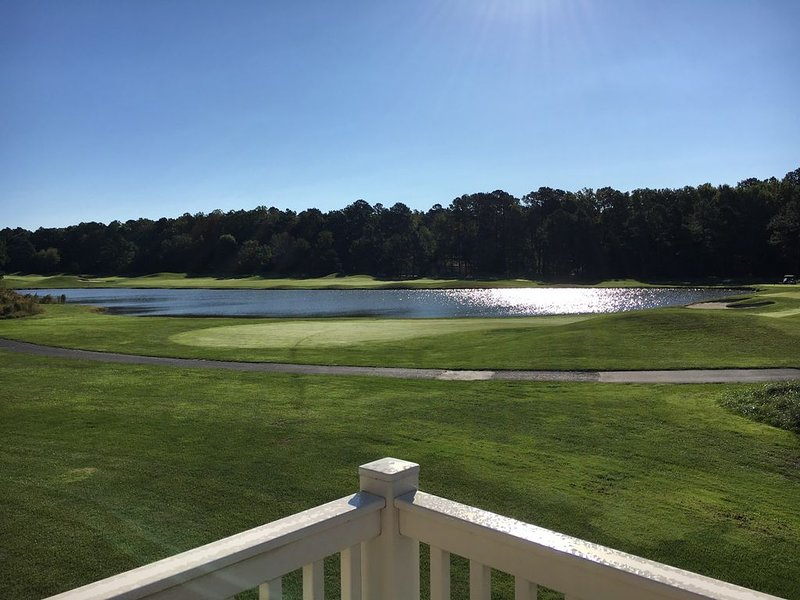 Golf course front home - 4 Bedrooms/3 full baths - 8 separate beds, holiday rental in Ocean Pines