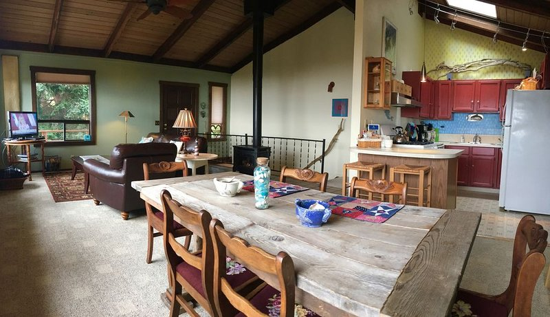 Seastar Cottage - WEST Side View $149 SPECIALS!!, location de vacances à Greenbank