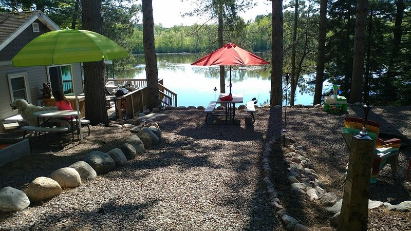 West Shore Chute Pond Waterfront Cabin Rental Fishing Boating Four Wheel trails, casa vacanza a Lakewood