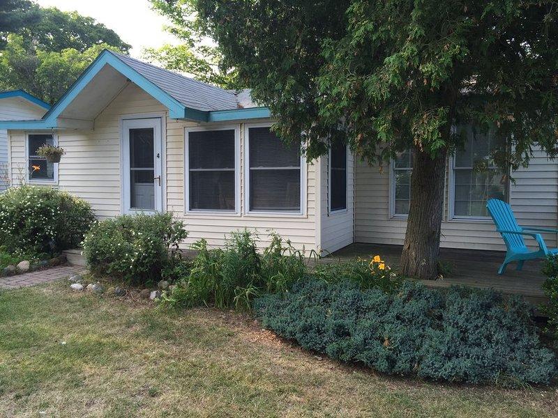 Cozy Cottage #4 overlooking beautiful Lake Huron, location de vacances à Forester Township