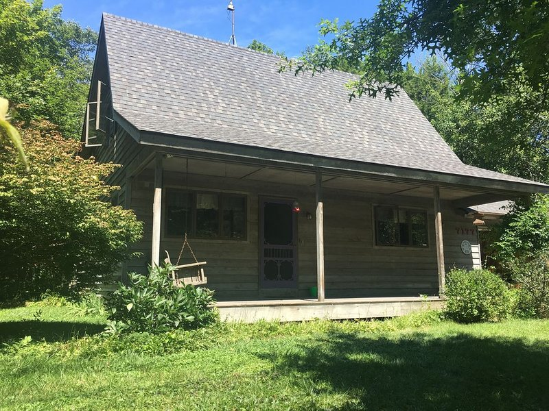 Cozy South Haven Cottage with Private Beach Access, vacation rental in Glenn
