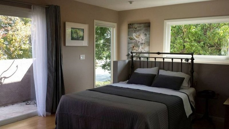 Private Luxury Studio With Garage, vacation rental in Culver City