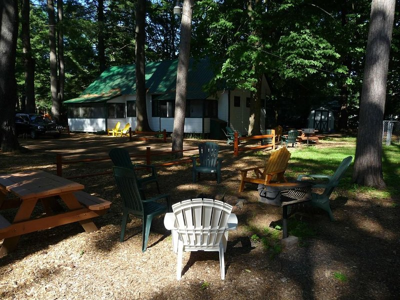 3 BR Adirondack Beach House with a spacious loft near the beach and water views!, holiday rental in Hadley
